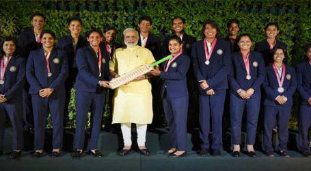PM મોદીએ મહિલા ક્રિકેટ ટીમની સાથે કરી મુલાકાત, કહ્યુ- દેશની દિકરીઓએ માન વધાર્યુ