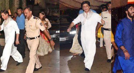 મુકેશ અંબાણીના ઘરે ગણેશ ચતુર્થીની પૂજા કરવા ગયેલા SRKના જૂતા ખોવાયાં!