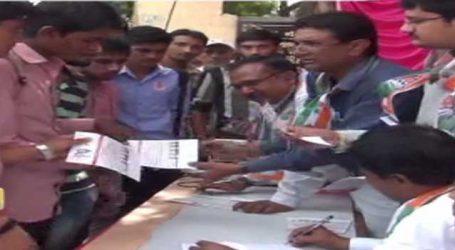 ડીસા: કોંગ્રેસે રોજગારી ભથ્થુ આપવા બેરોજગાર યુવાનો પાસે ફોર્મ ભરાવ્યા