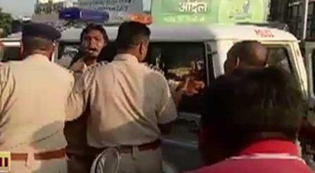 VIRAL VIDEO : મહેસાણામાં પોલીસ અને બાઈકચાલક વચ્ચે બબાલ, પોલીસે યુવકને ફટકાર્યો