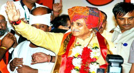 ગુજરાતના CM વિજય રૂપાણી અને Dy.CM નીતિન ૫ટેલ સહિતના મંત્રી મંડળે શ૫થ લીધા