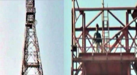 ૫દ્માવતના વિરોધ માટે યુવાન પેટ્રોલની બોટલ લઇ મોબાઇલ ટાવર ૫ર ચડી ગયો !