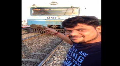 Viral Video: હૈદરાબાદ મેટ્રો ટ્રેનની સામે સેલ્ફી લેવાના ચક્કરમાં યુવકે જીવ ગુમાવ્યો