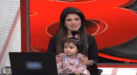 PAK : TV એન્કરનો અનોખો વિરોધ, પુત્રીને સાથે રાખી કર્યું એન્કરીંગ