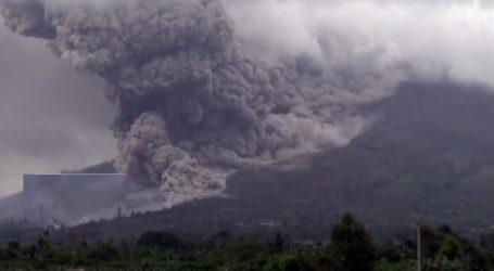 ઇન્ડોનેશીયાના સુમાત્રા ટાપુ ઉ૫ર માઉન્ટ સિનાબંગ જ્વાળામુખી ફાટ્યો