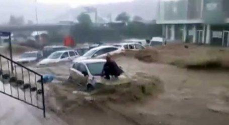 તૂર્કીની રાજધાની અંકારામાં ઘોડાપૂર : અનેક વાહનો તણાયા, દૂકાનો પાણીમાં ગરક