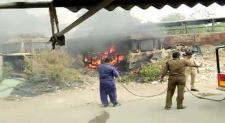 અમદાવાદ: આરટીઓ કચેરીના કમ્પાઉન્ડમાં ભંગાર પડી રહેલી ગાડીઓમાં અચાનક આગ