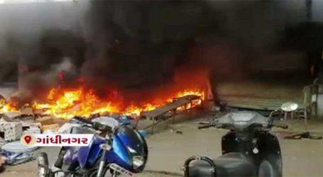 ગાંધીનગર: સેક્ટર 30ના શોપિંગ સેન્ટરમાં દુકાનમાં ધડાકાભેર આગ