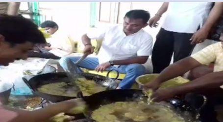 VIDEO : વરસાદી અસરગ્રસ્તો માટે ગુજરાતના આ ધારાસભ્યએ જાતે તળ્યાં ભજિયાં