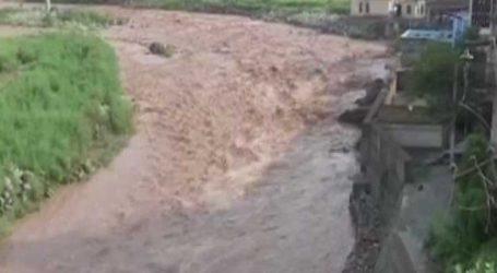 જમ્મુ કાશ્મીરના પહાડ પર ભારે વર્ષાના કારણે ધારલ અને થાન નદીમાં ઘોડાપુર