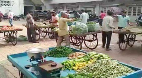 વલસાડઃ ટ્રાફિક અને શહેરીજનોને નડતરરૂપ લારીઓ પર નગરપાલિકાના દરોડો