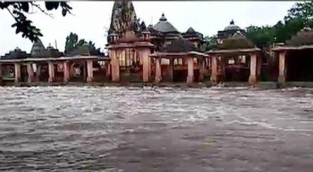 સુત્રાપાડા : ધોધમાર વરસાદ બાદ સાતમી વખત માધવરાય મંદિર થયું પાણીમાં ગરકાવ