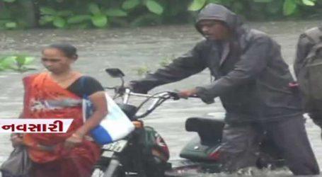 નવસારીમાં જળબંબાકાર, ઘરો અને અંડરપાસમાં વરસાદી પાણી ફરી વળ્યાં