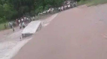ઉતરાખંડ : મુસાફરોએ નજીકથી નીહાળ્યું મોત, તણાતી બસના લોકોને કંઇક આવી રીતે બચાવાયા