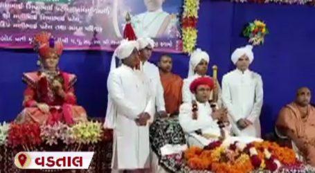 વડતાલ : સ્વામિનારાયણ મંદિરમાં ગુરૂપૂર્ણિમાની ઉજવણી કરવામાં આવી