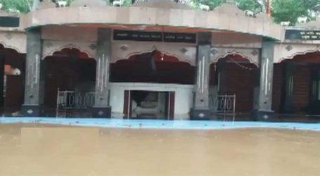 સુત્રાપાડાઃ સરસ્વતી નદીમાં પાણી ઓસર્યા, માધવરાયજી મંદિરના થયા દર્શન