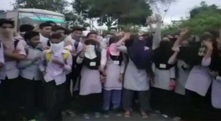 ભરૂચઃ દયાદરા ગામે એસટીની અસુવિધાના કારણે વિદ્યાર્થીઓનો બસ રોકીને વિરોધ