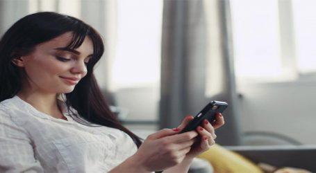 135 મિનિટ વ્હોટ્સએપ, ફેસબુક, ઈન્સ્ટાગ્રામ પર ઑનલાઈન રહે છે યુવાનો