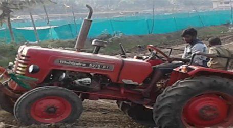 ગુજરાતના ખેડૂતોને ટ્રેક્ટર સબસિડી અાપવામાં રૂપાણી સરકારનો ઠેંગો