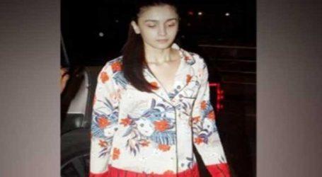 આલિયા ભટ્ટનો એરપોર્ટ લુક વાયરલ, પહેર્યો 2 લાખનો નાઇટસૂટ