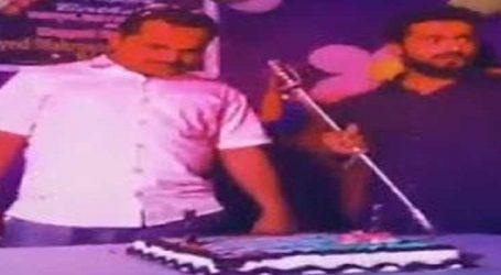 જેડીએસ નેતાએ છરી નહીં, પરંતુ તલવારથી કાપી બર્થડે કેક, જુઓ VIDEO