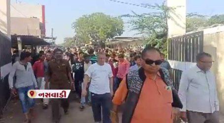 તણખા ગામે સબયાર્ડમાં APMC દ્વારા હાટ બજાર ખોલવામાં આવતાં સ્થાનિક વેપારીઓનો વિરોધ