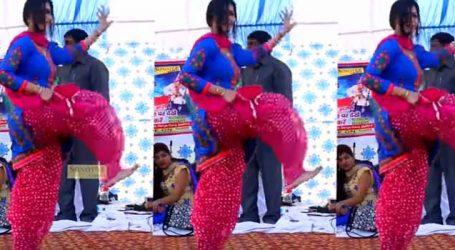 બ્લૂ સલવાર સૂટમાં Sapna Choudharyએ કર્યો સ્ટેજ પર આવો ડાન્સ, પ્રશંસકો જોઈને ચોંકી ગયા