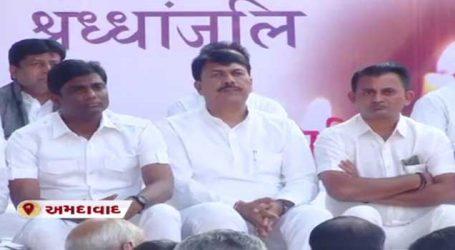ગુજરાત કોંગ્રેસના નેતાઓએ સફેદ કપડા સાથે દેશના શહીદ જવાનોને શ્રદ્ધાંજલિ આપી