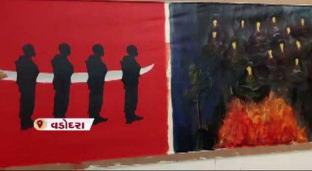 PHOTO: વડોદરાની આર્ટ ગેલેરીમાં પુલવામા શહીદોને ચિત્રકારોએ આપી આ રીતે શ્રદ્ધાંજલિ