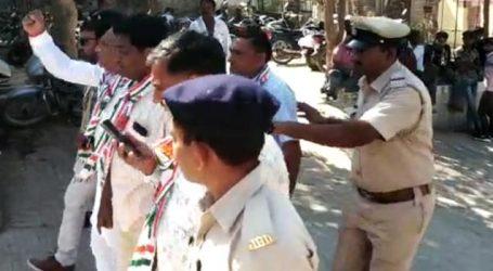 ગુજરાતમાં મફતમાં ડુંગળી વેંચનારા કોંગ્રેસના ધારાસભ્યની અટકાયત, ભાવ પાણી-પાણી