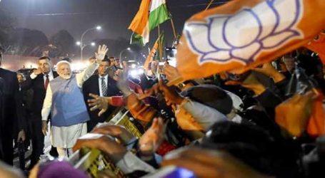'શાંતિ દૂત' બનીને ભારત પરત ફર્યા પીએમ, પ્રોટોકોલ તોડીને પાંચ મિનિટ જનતાને આપી