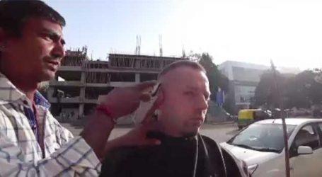 વાળ કાપવાના અમદાવાદના વાળંદને મળ્યા રૂપિયા 28 હજાર, ઇમાનદારી પર વિદેશી યુવક વારી ગયો