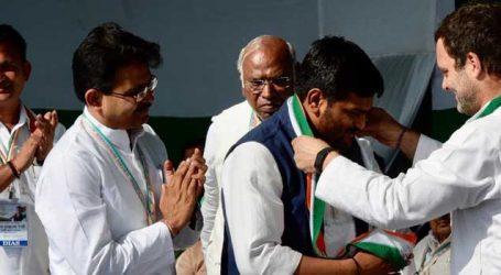 હાર્દિક પટેલ કોંગ્રેસનો નેતાઃ રાહુલજી આવ્યા ખેસ પહેરાવ્યો અને ચાલ્યા ગયા