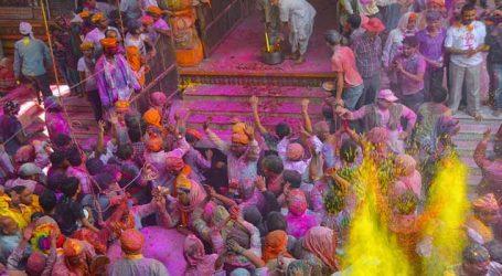 કૃષ્ણનગરી વૃંદાવન હોળીના રંગે રંગાઈ, બાંકે બિહારી મંદિરના દ્વાર ખુલતા રંગોની છોળો ઉડાવી