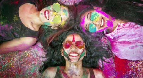 Holi 2019: હોળીના જિદ્દી રંગ કપડા પર લાગી જાય તો ચિંતા ન કરો, આ રીતે સરળતાથી દૂર કરો