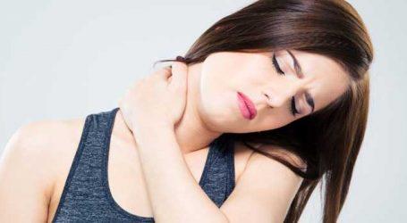 રાત્રે સુવામાં ડોક અકડાઈ ગઈ છે?  અસહ્ય દુઃખાવાને આ રીતે ચપટીમાં ભગાડો