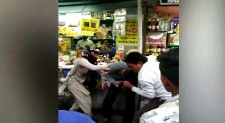 VIDEO : મહિલા કોન્સ્ટેબલે વકિલની સરાજાહેર ધોલાઈ કરી નાખી