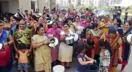 સુરત: પાણી માટે લોકોની બૂમરાણ, હાથમાં ઘડા અને ડોલ લઈને મહિલાઓ પહોંચી પુરવઠા વિભાગ કાર્યાલય